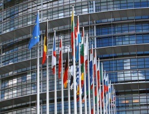 Europa también sanciona a Facebook