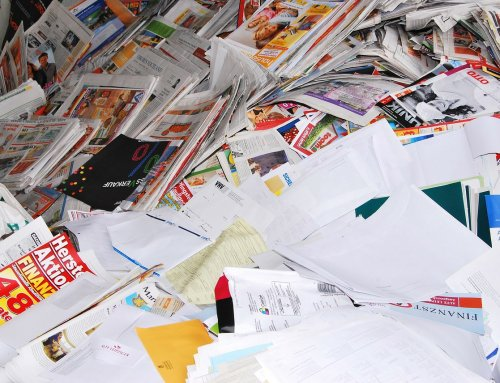 Aparecen en Valencia decenas de tarjetas sanitarias junto a un contenedor